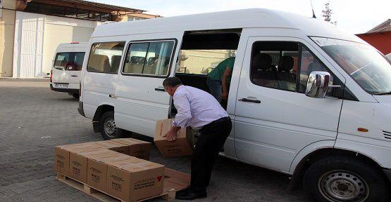 Yardım Paketleri Dağıtılıyor